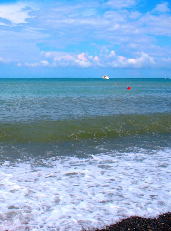 Синее небо и синие море