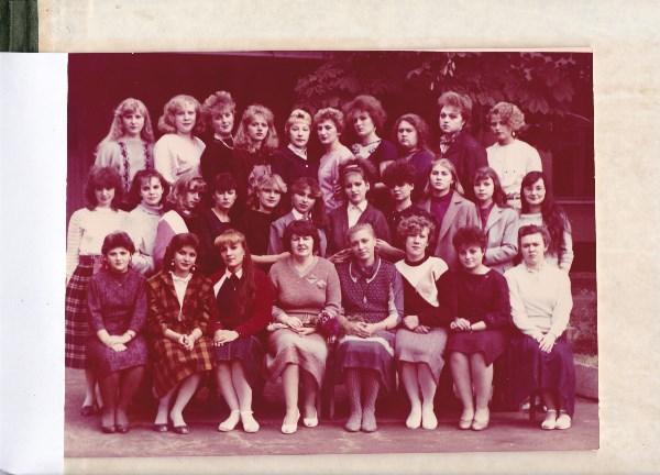 Моя группа, когда училась в медицинском. 1988 год. Я  с краю сижу