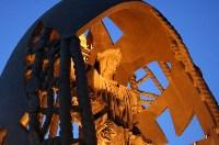 «Рождение нового человека». В том же году в городе Севилья была установлена одна из самых известных в мире работ Церетели – монумент «Рождение нового человека», достигающий в высоту 45 метров. Уменьшенная копия этой скульптуры находится в Париже., Фото: 4