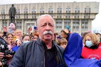 Толпа туляков взяла в кольцо прилетевшего на вертолете Леонида Якубовича, чтобы получить мороженное, Фото: 60