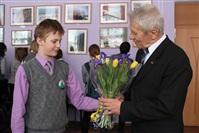 Благодарные школьники вручают цветы, Фото: 11