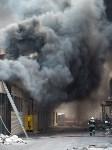 Загорелся недостроенный ТЦ на Красноармейском проспекте, Фото: 50