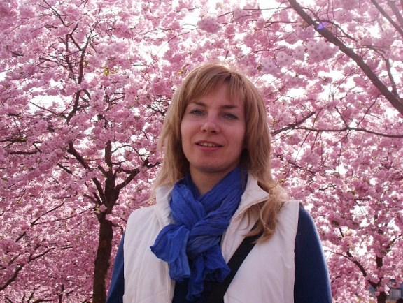 Цветущие сакуры и я.  Май-2013.