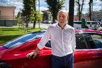 Владелец первого электромобиля Tesla рассказал, почему теперь не хочет ездить на других машинах, Фото: 24