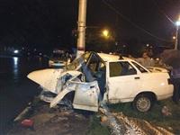 На ул. Короленко ВАЗ-21010 врезался в столб, Фото: 1