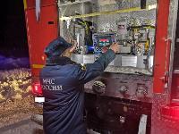 Крупный пожар в Ленинском: загорелся склад на заводе битумных изделий, Фото: 2