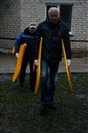 Александр Лебедев ремонтирует детскую площадку, Фото: 4