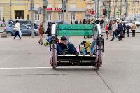 Толпа туляков взяла в кольцо прилетевшего на вертолете Леонида Якубовича, чтобы получить мороженное, Фото: 89