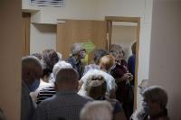 В Туле пенсионеры толпятся в огромной очереди на продление проездных, Фото: 6