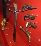 Ударно-кремневый мушкетон, капсюльные двуствольные пистолеты, пятиствольное капсюльное ружьё, пистолет капсюльный дорожный, бюндельревольверы (верхний со штыком)., Фото: 7