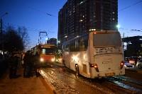 Столкнулись автобус и трамвай. 17 февраля 2016 года, Фото: 1