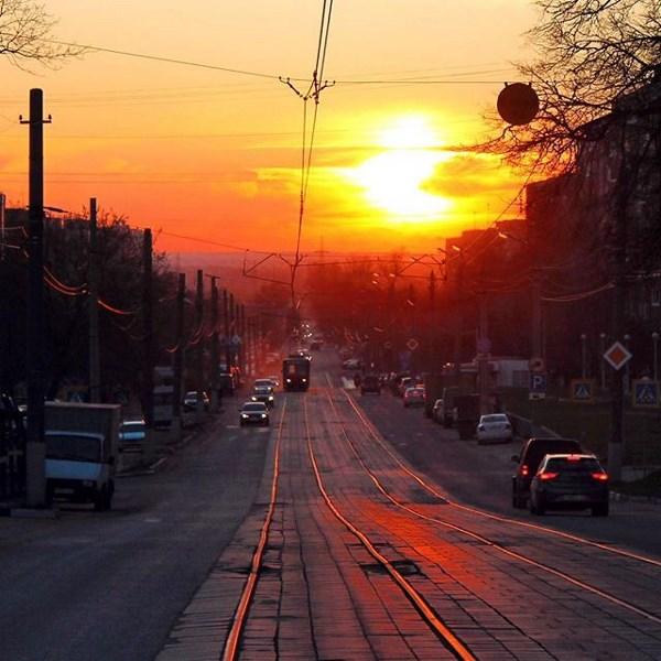 А эта улица особо любимая, потому что тут дом) М. Горького на закате)