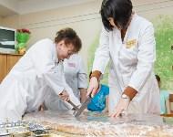 Пациенты Детской областной больницы получили в подарок «пряничного война», Фото: 14
