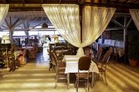 Отдыхаем и празднуем в ресторане на летней веранде, Фото: 1