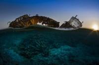 «Крушение Louilla на закате». Некогда огромное грузовое судно стало частью экосистемы рифов около Синае. Фото Csaba Tökölyi, UPY 2017, Фото: 7