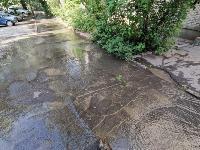 В Пролетарском районе Тулы затопило улицы и дворы: вода хлещет из колодцев, Фото: 13