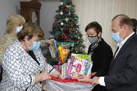 Депутаты Тульской облдумы подарили пациентам областной детской больницы новогодние подарки, Фото: 11