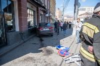 """""""Киа"""" врезался в здание ТЦ в центре Тулы, Фото: 6"""