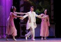 Алексей Дюмин поздравил тулячек с 8 Марта в филармонии, Фото: 4