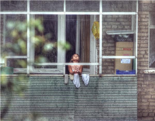 Девочка из дома напротив..