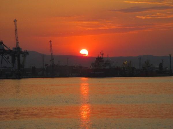 Оранжевое море, оранжевый закат