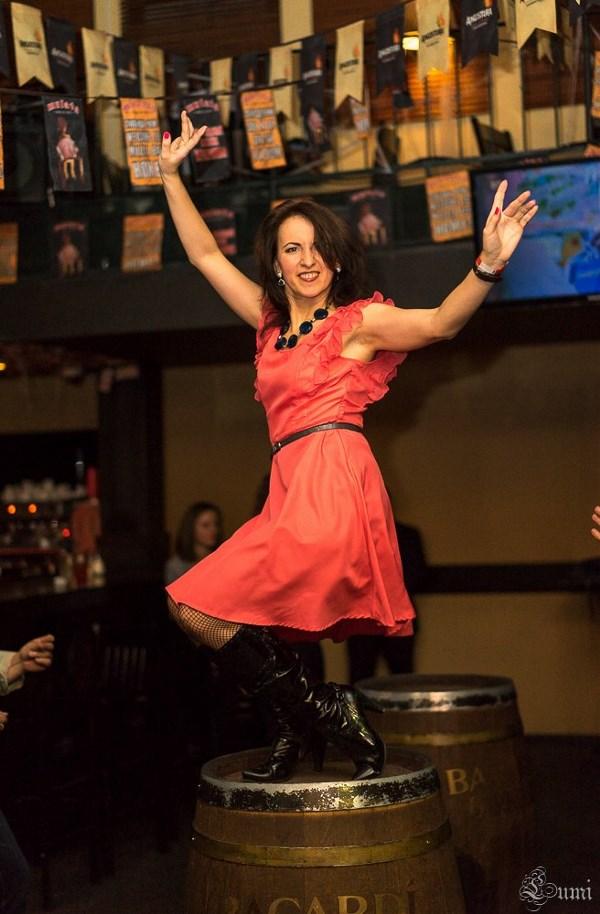 Я буду танцевать до тех пор, пока этот мир не наступит ботинком на подол моей юбки, а так как юбка у меня короткая, то хрен кто наступит...))))))