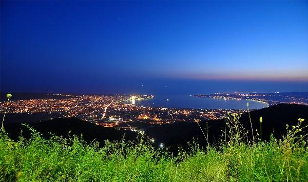 Ночной курортный город