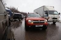 В Туле опрокинувшийся в кювет BMW вытаскивали три джипа, Фото: 6