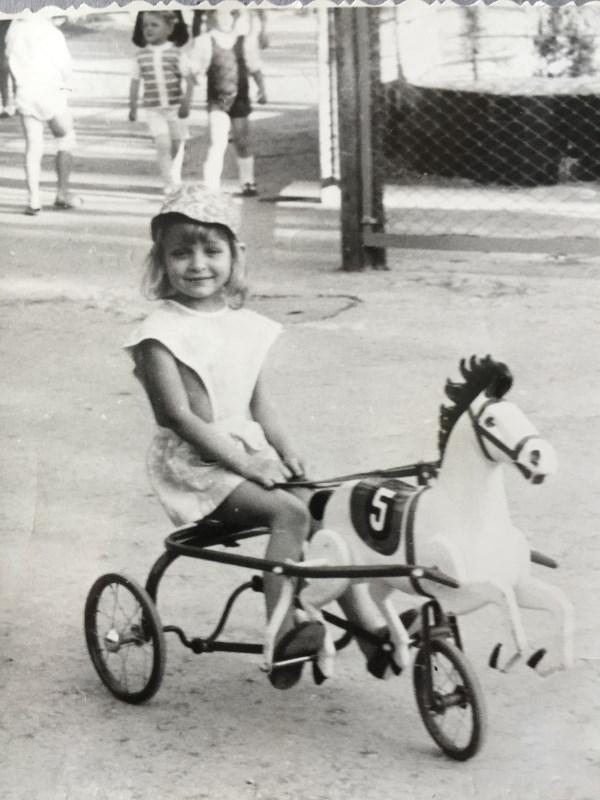 А у меня в детстве была лошадь)))))