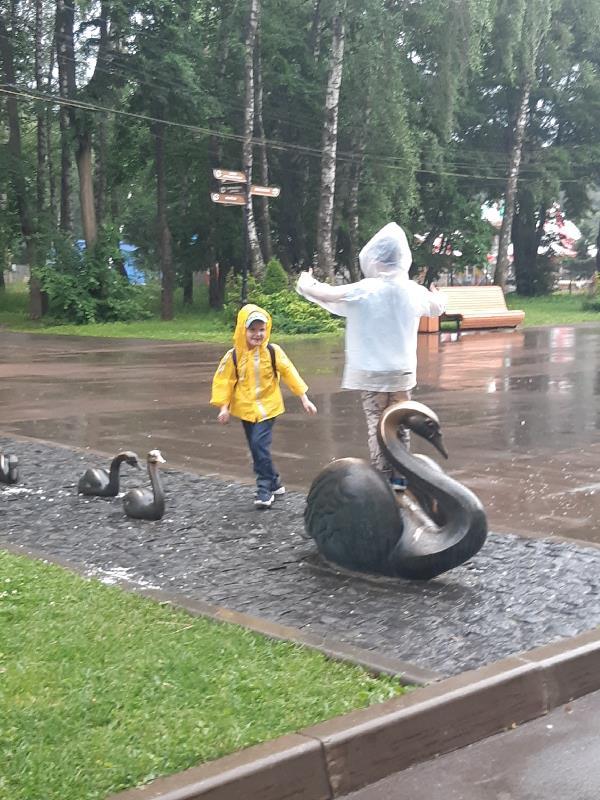 Долгожданная встреча с другом после короновируса, столько радости было и счастья, и даже дождь не помешал)