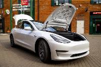 белая Tesla, Фото: 3
