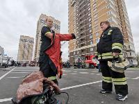 Тульские пожарные провели соревнования по бегу на 22-этаж, Фото: 41