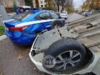 В центре Тулы машина спецсвязи попала в ДТП с «перевертышем», Фото: 5