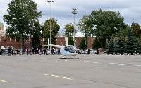 Толпа туляков взяла в кольцо прилетевшего на вертолете Леонида Якубовича, чтобы получить мороженное, Фото: 28