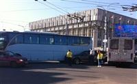 В центре Тулы столкнулись автобус, троллейбус и легковушка, Фото: 3