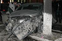 В центре Тулы после ДТП иномарка отлетела на ступени магазина , Фото: 5