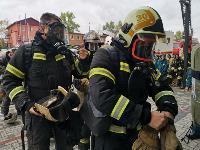 Тульские пожарные провели соревнования по бегу на 22-этаж, Фото: 39