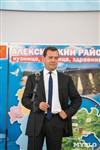 Дмитрий Медведев вручает медали выпускникам школ города Алексина, Фото: 2