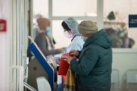 В Киреевске поликлинике помогают волонтеры, Фото: 21