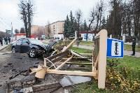 ДТП на пр. Ленина: BMW снес остановку, Фото: 3