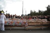 Гигантский гамбургер на площади, Фото: 63