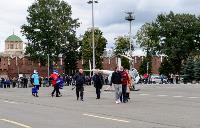 Толпа туляков взяла в кольцо прилетевшего на вертолете Леонида Якубовича, чтобы получить мороженное, Фото: 31
