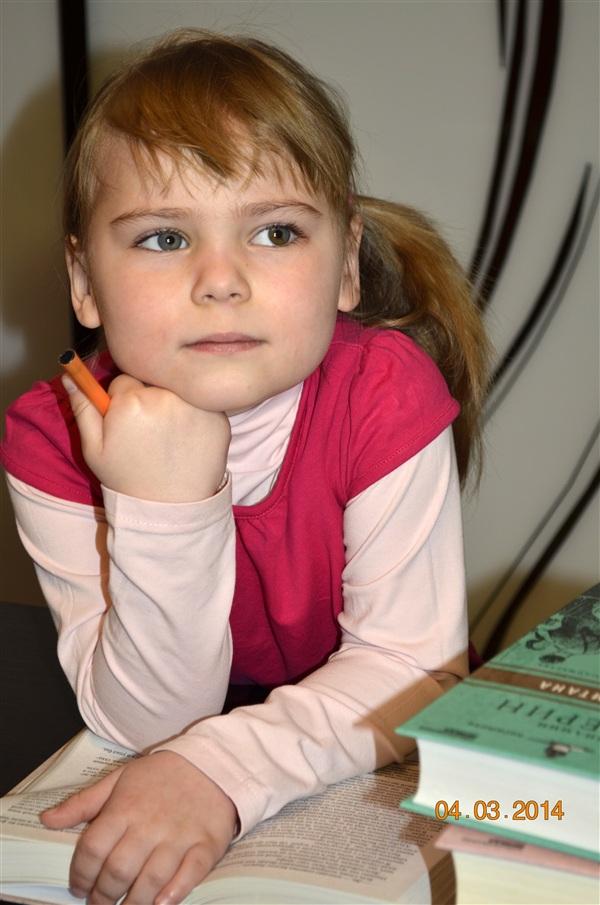 София Константинова, 5 лет. С удовольствием танцует, рисует, занимается лепкой.