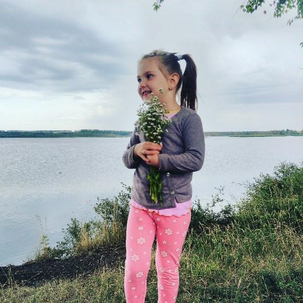 Дамочка)) с цветами!