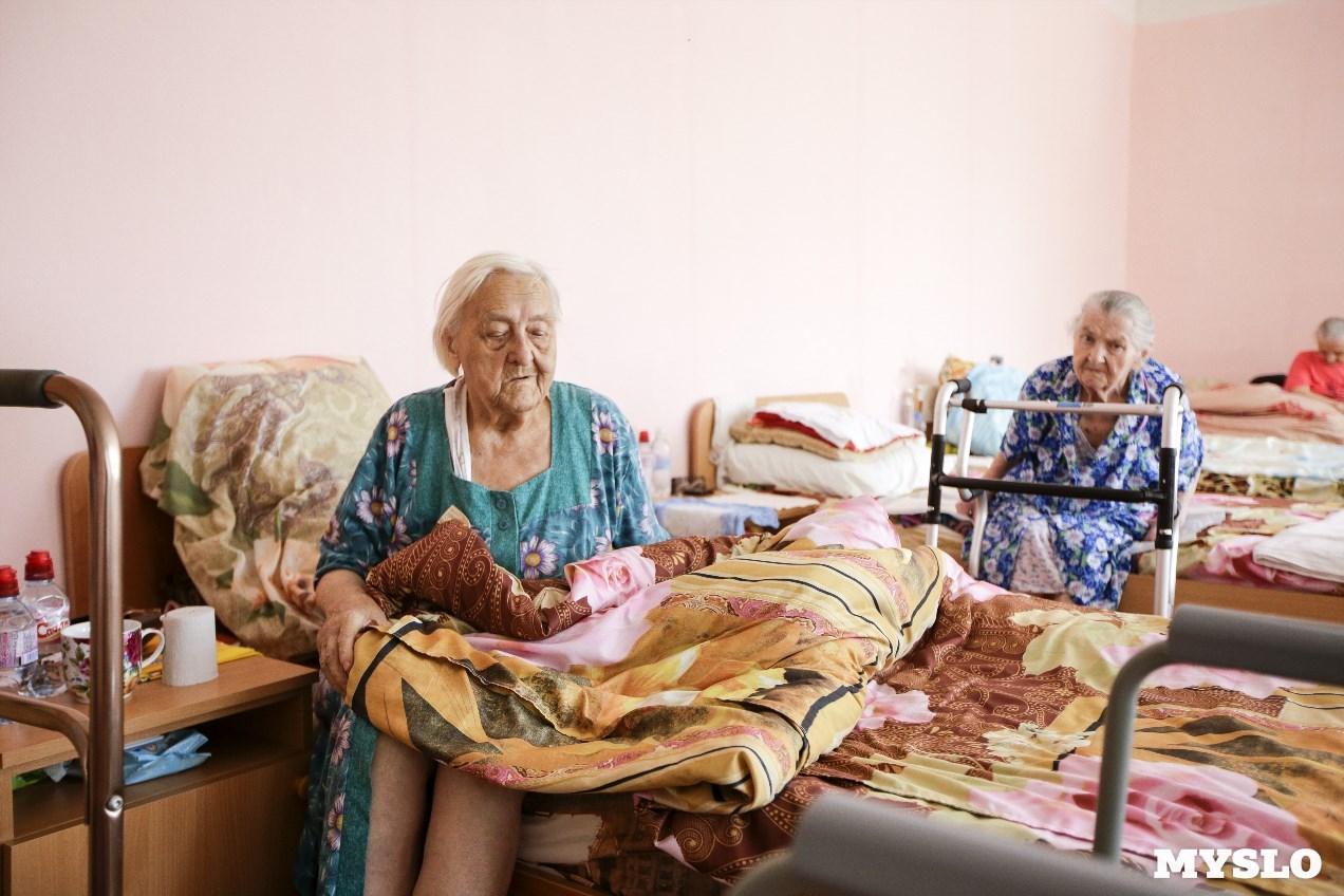 Пенсионеры в пансионате дома престарелых в великих луках