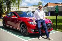 Владелец первого электромобиля Tesla рассказал, почему теперь не хочет ездить на других машинах, Фото: 25