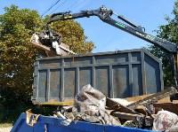 В Туле со двора «Плюшкиной» вывезли несколько грузовиков мусора, Фото: 1