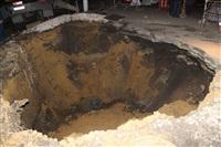 Глубина провала на Одоевском шоссе в Туле - примерно 3 метра, Фото: 14