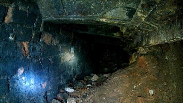 Красивая заводская труба и подземный ход